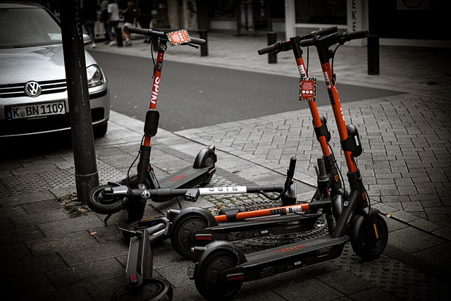 electric-scooter-ge2f937a27_640
