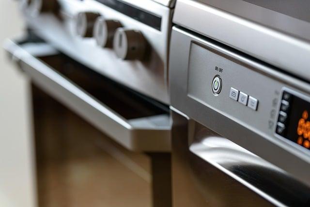 modern-kitchen-gf4caaa80e_640